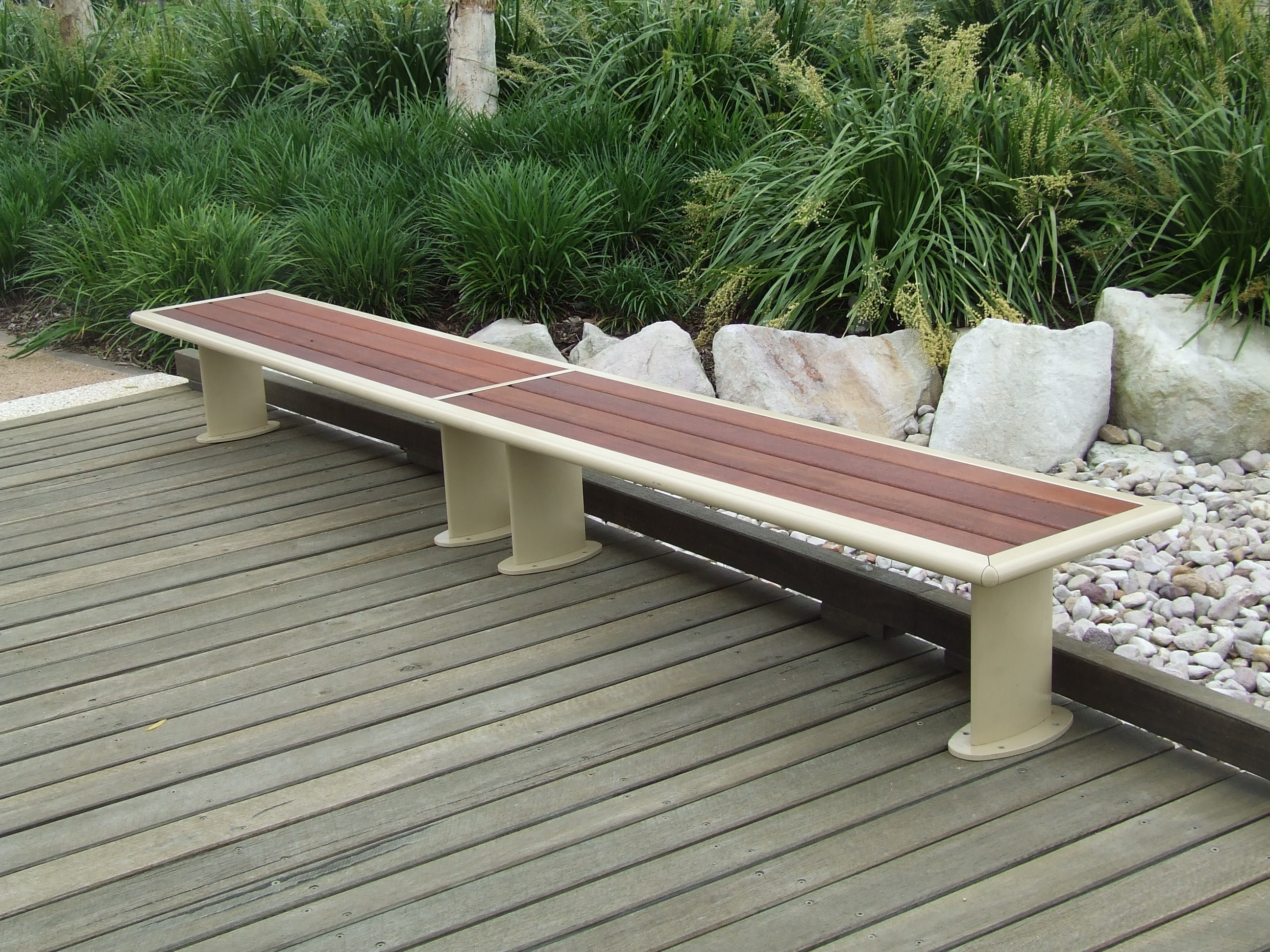Index of assets content images bench seats alum timber for Landscape timber bench